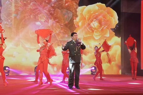中国人民解放军南京军区政治部前线文工团歌唱演员(国家二级演员)